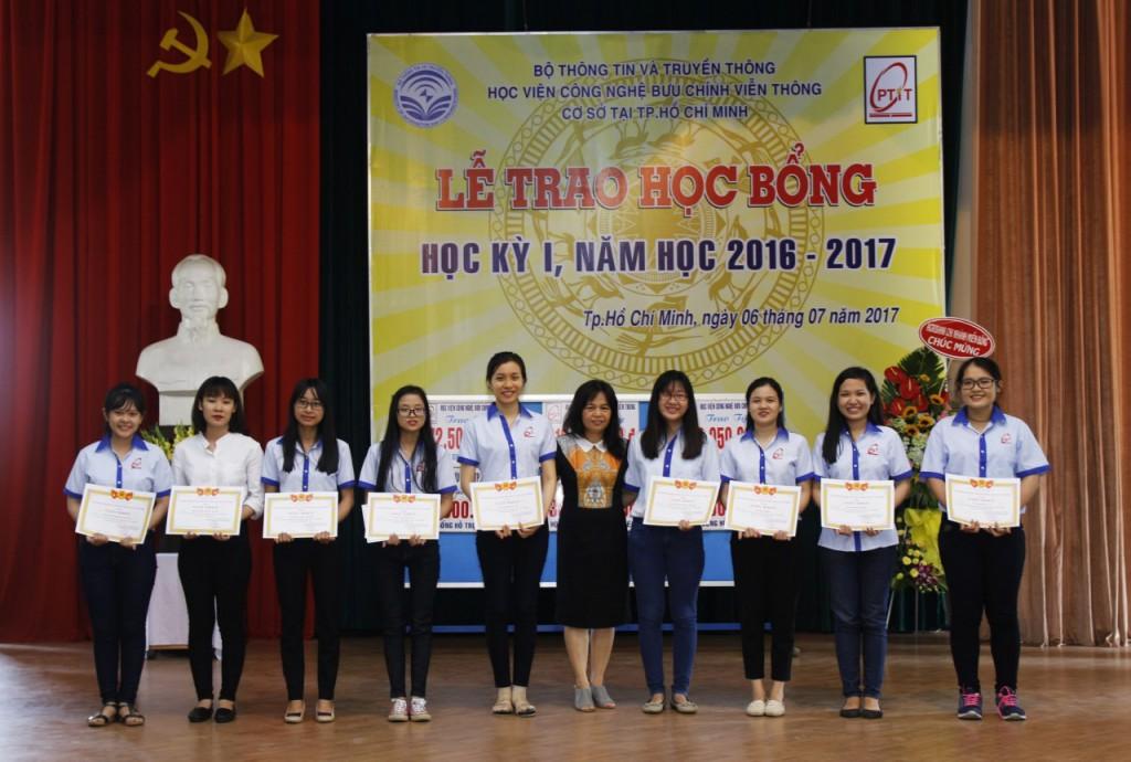 trao-hoc-bong-07-2017-qtkd2
