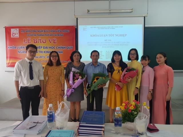 Sinh viên khoa QTKD PTITHCM bảo vệ thành công khóa luận tốt nghiệp